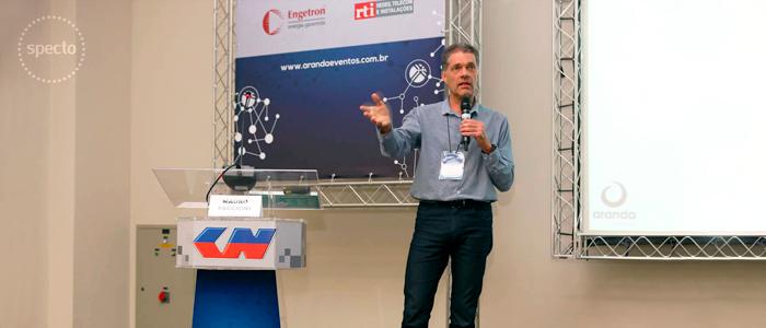 Mauro Faccioni Filho palestrando no NETCOM 2017